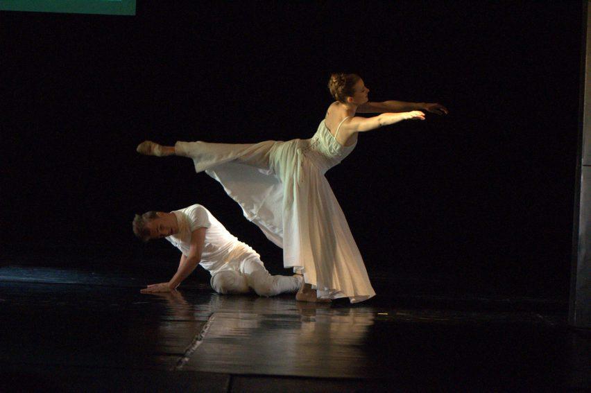 Podivíni v Jihočeském divadle tančí pod Měsícem v úplňku