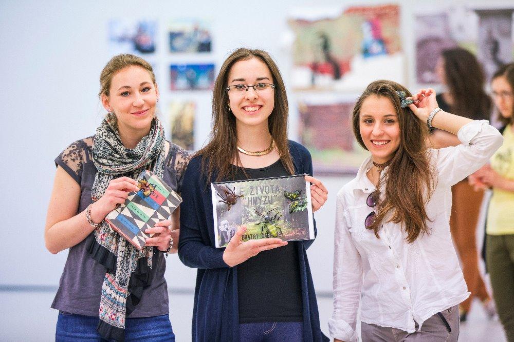 """Dětský program """"Zažij zázrak!"""" zapojí školáky do expozice Pražského Quadriennale"""