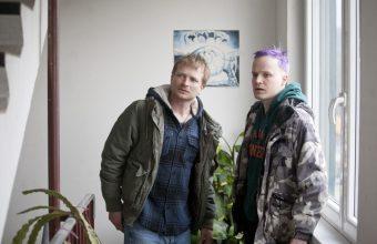 Kobry a užovky, silný příběh o dvou bratrech, drogách a smyslu života