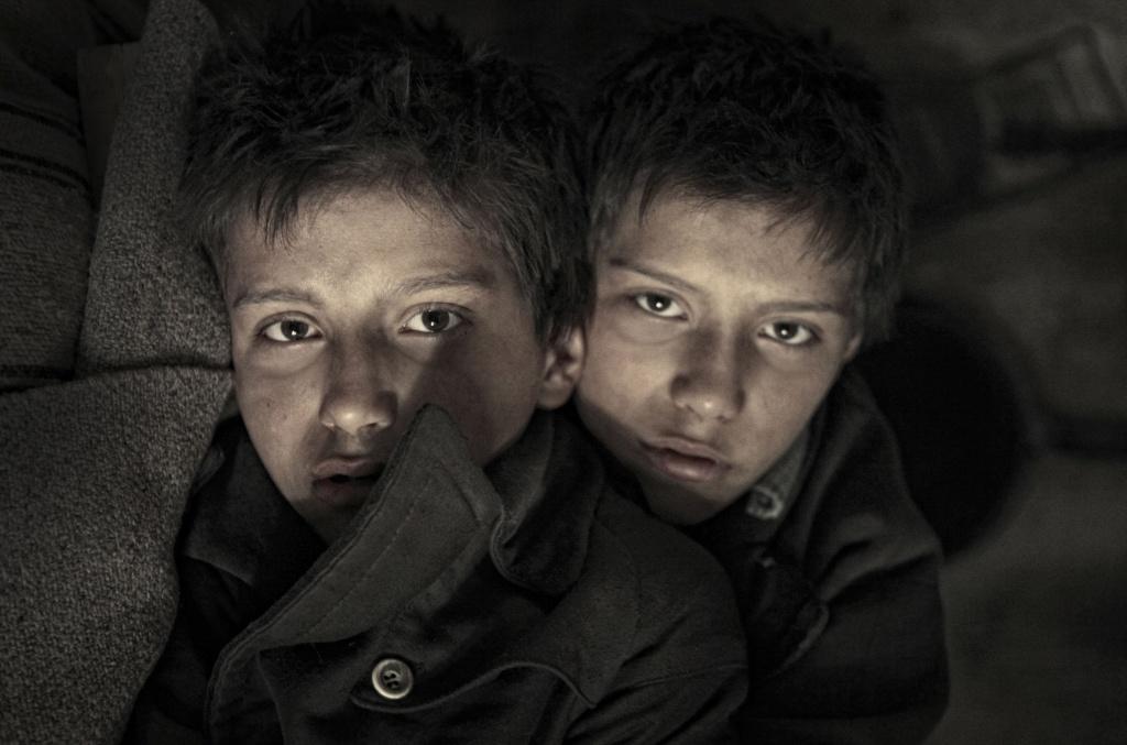 Velký sešit – mrazivý příběh o dvojčatech snažících se přežít válku
