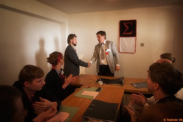 Dokument 5 Pravidel: dobrovolně si hráli na totalitu