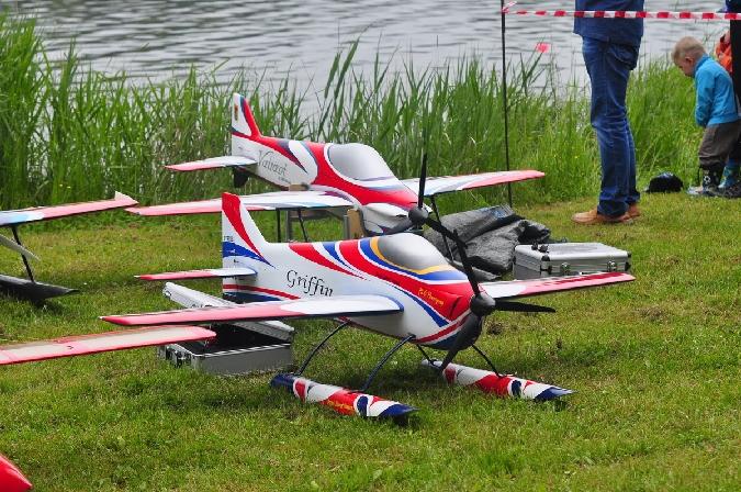 FOTOREPORT: Závod RC modelů hydroplánů na rybníku Bedrev