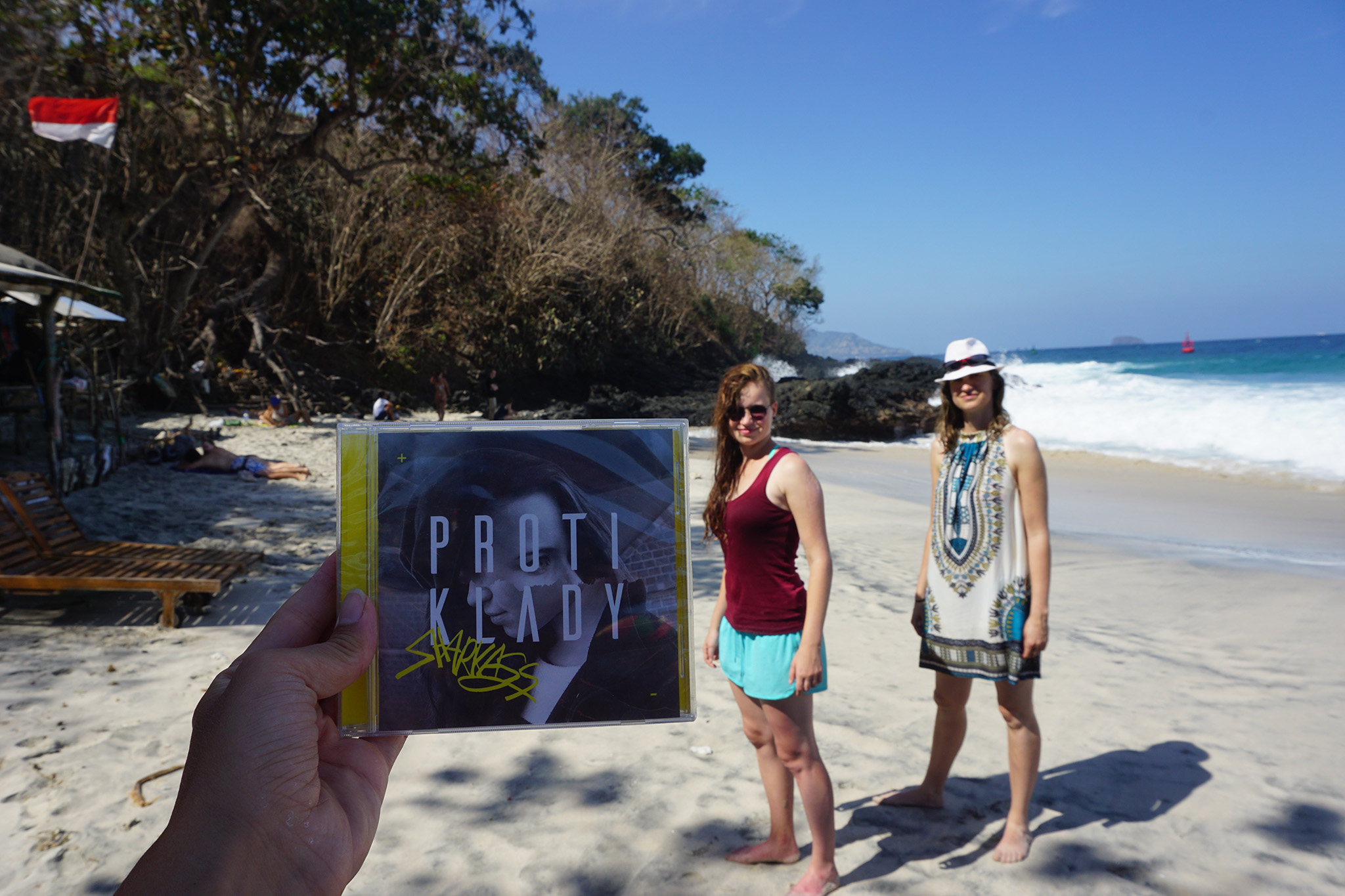 SharkaSsrozhání podzimní splín veselým novým klipem z Bali