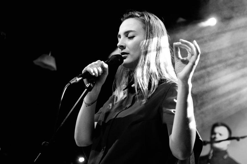 BARBORA POLÁKOVÁboduje na živo i v hudebních anketách