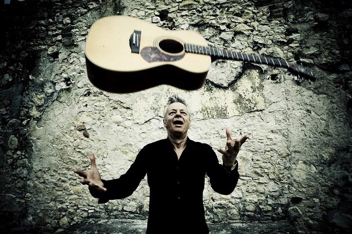Kytarový mág Tommy Emmanuelse vrací vdubnu do Prahy