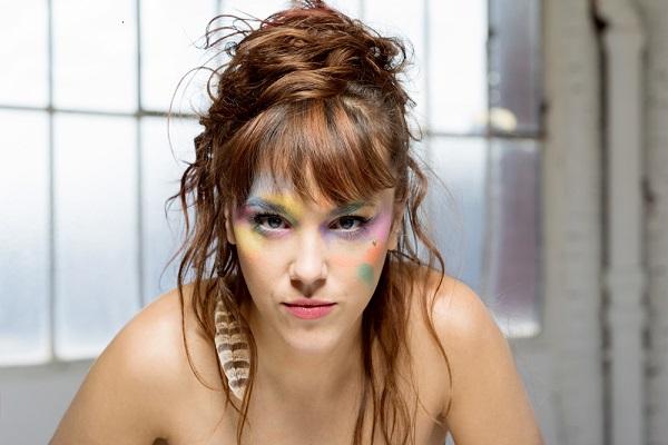 Francouzská zpěvačka ZAZ vystoupí 1. prosince v Brně