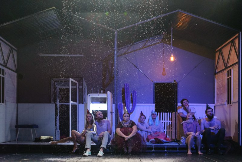 Divadlo DISK: program na duben