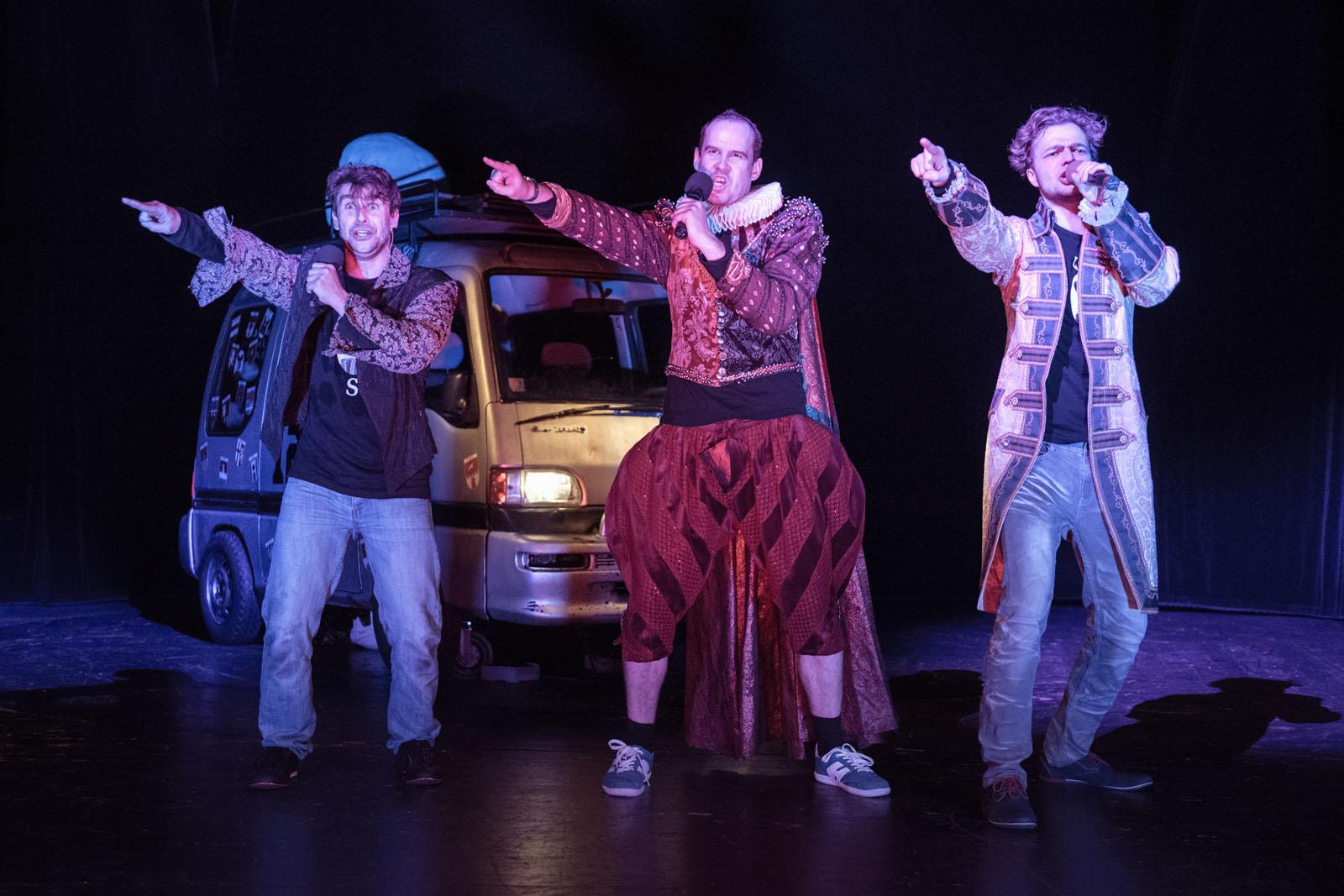 Jak ve 120 minutách přiblížit kompletní dílo Shakespeara, zparodovat teleshopping a vysmát se Milevsku aneb Nové shakespearovské představení v Jihočeském divadle