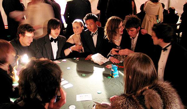 Zábava i peníze jsou hlavními důvody proč lidé hrají poker