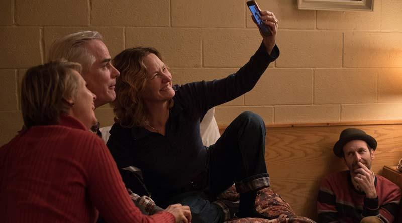Recenze: Režijní celovečerní debut upíra Moyera Sklenka na rozloučenou
