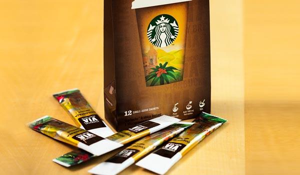 Kávová inovace ve Starbucks. Sbalte si svůj oblíbený nápoj s sebou na cesty!