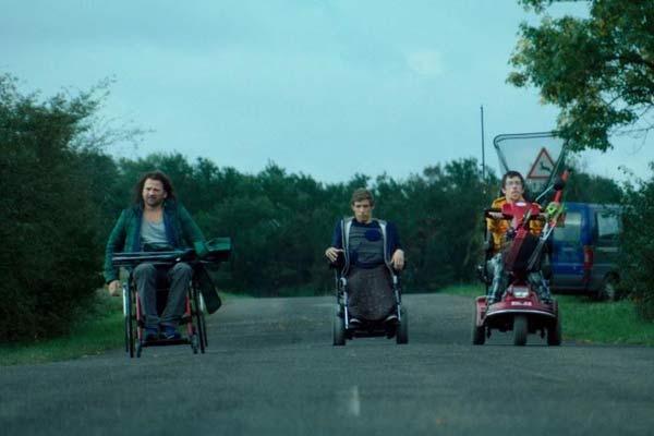 Recenze: Takoví normální vozíčkáři aneb kurz negativního myšlení po maďarsku